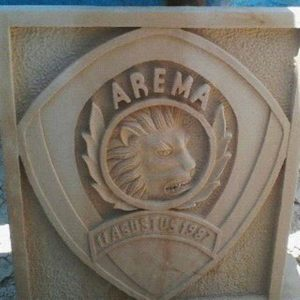 batu alam ukir motif logo arema